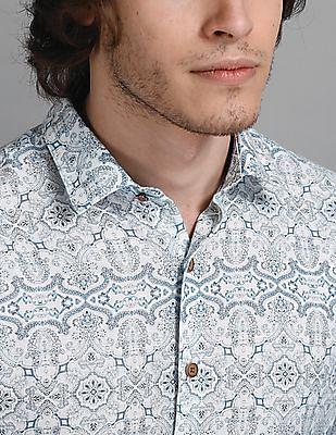 True Blue White And Blue Slim Fit Printed Shirt