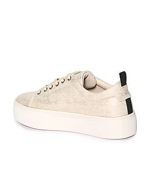 Stride Round Toe Textured Sneakers