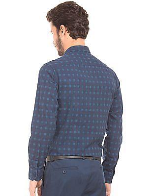 Izod Patterned Check Slim Fit Shirt