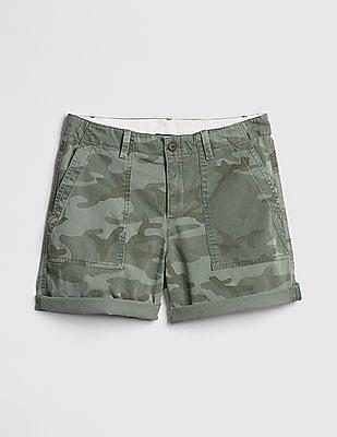 "GAP 5"" Girlfriend Chino Shorts in Camo Print"